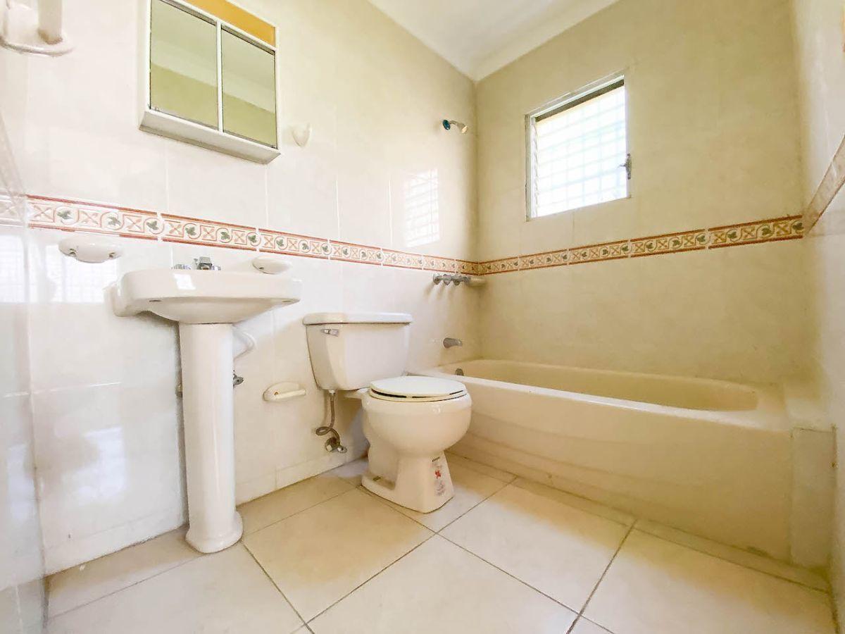 14 de 14: Baño habitación secundaria