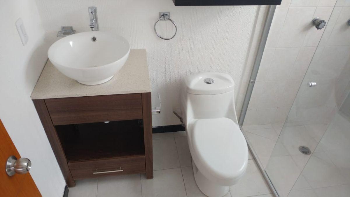 20 de 20: Baño habitación 3
