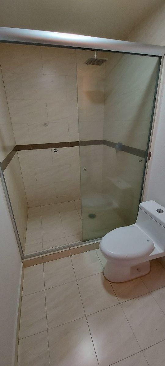 12 de 20: Baño Completo Recámara Principal