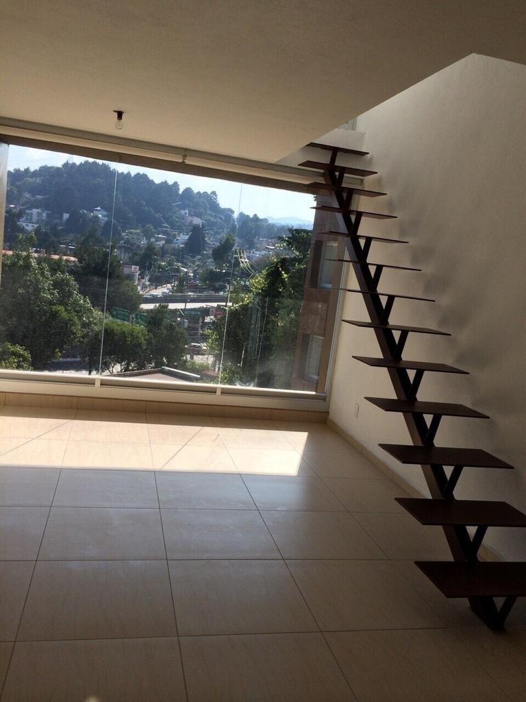 2 de 17: Escaleras para subir al Roof graden Privado