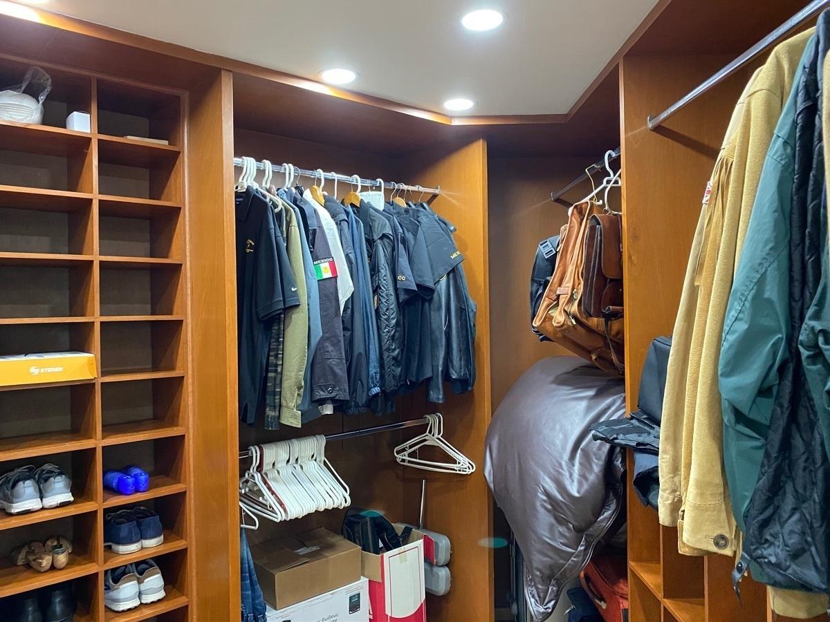 22 de 40: Walk in closet