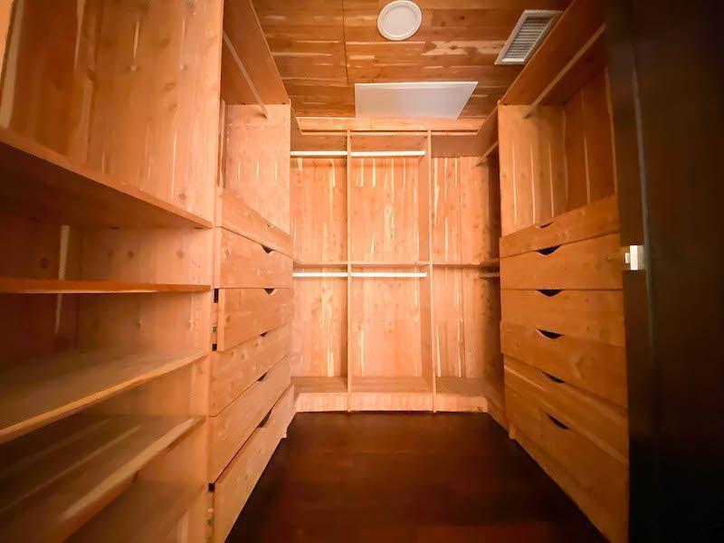 20 de 28: Walking Closet habitación #1