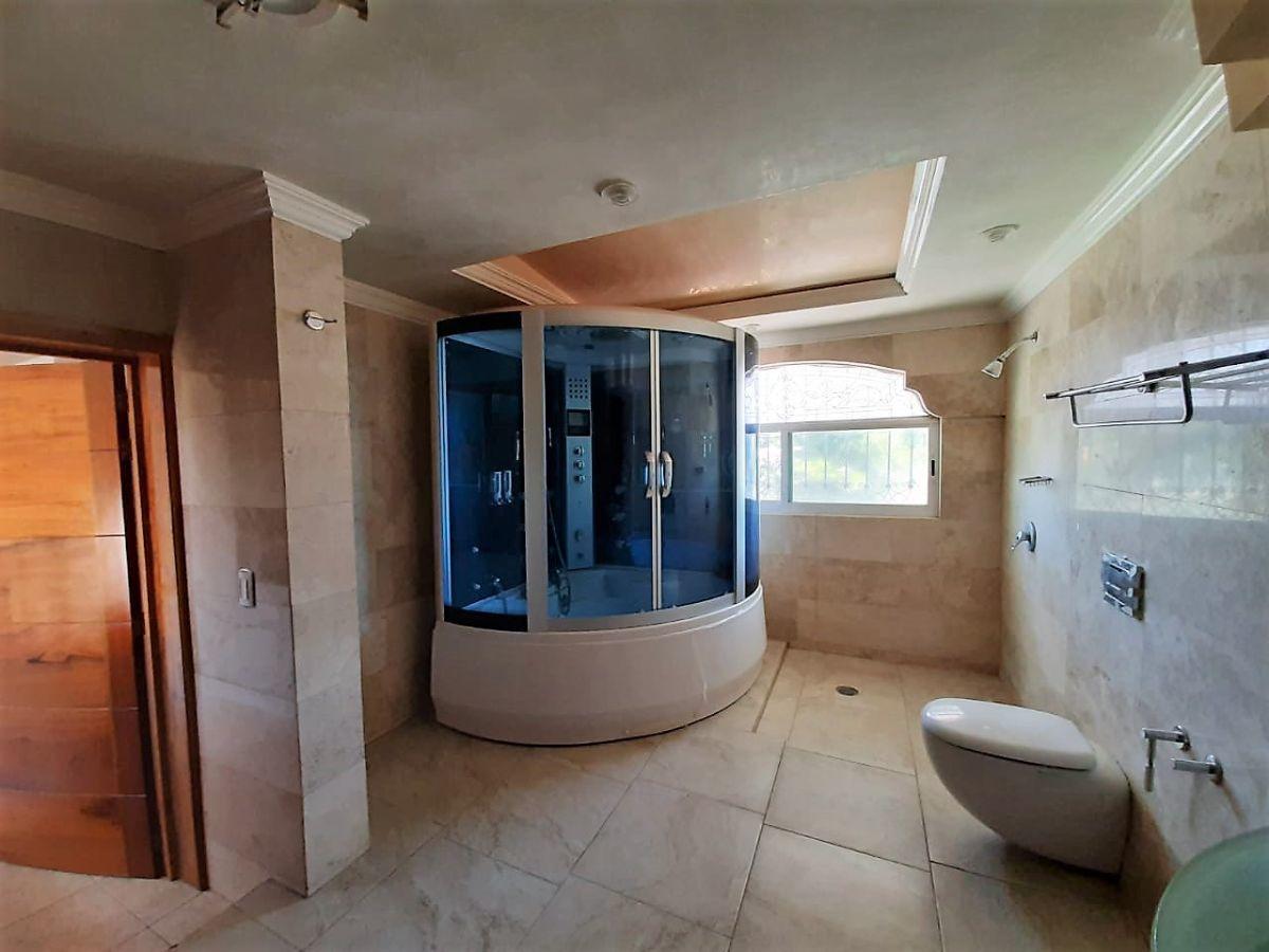 11 de 16: Amplio baño principal