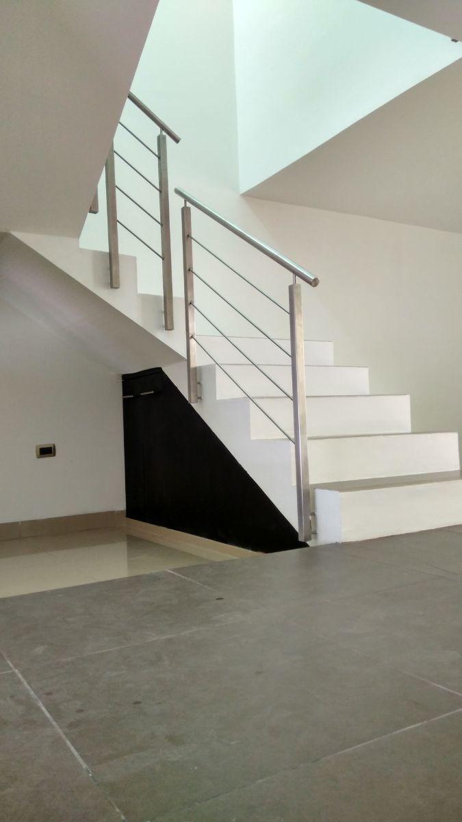 9 de 21: Cubo de escaleras y área de almacenamiento.