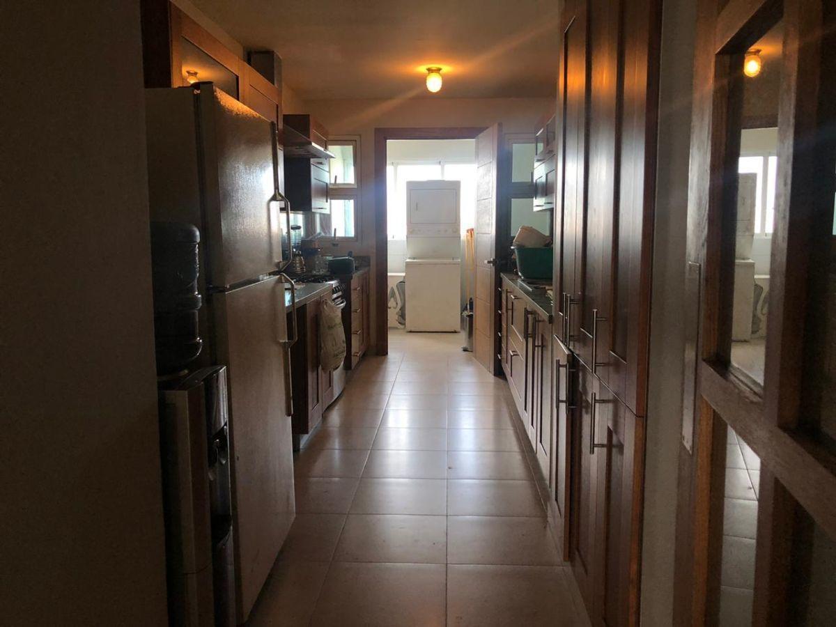 8 de 28: Cocina y area de lavado