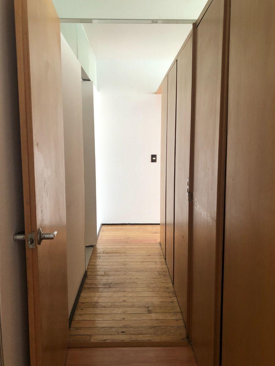 10 de 22: Closet de blancos