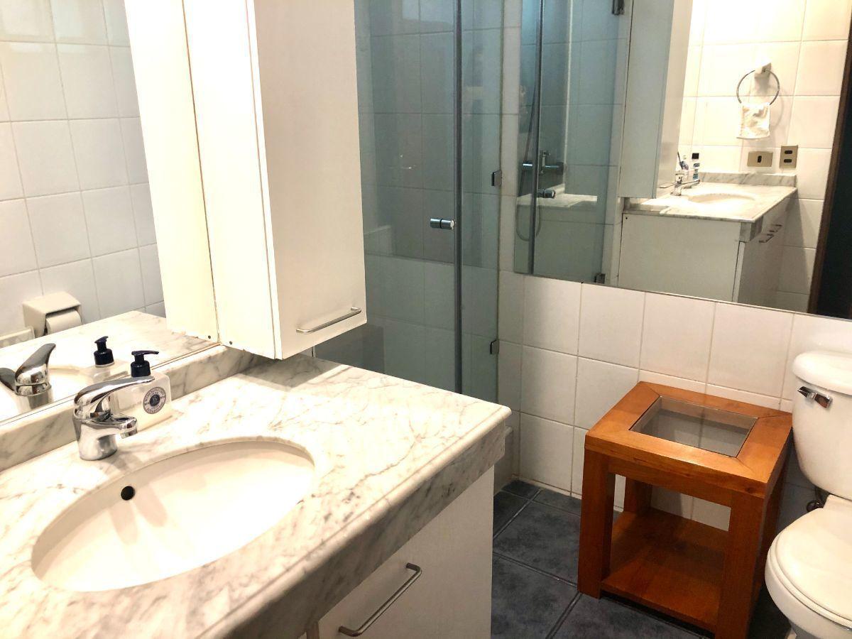 15 de 29: Baño 2 primer piso en suite