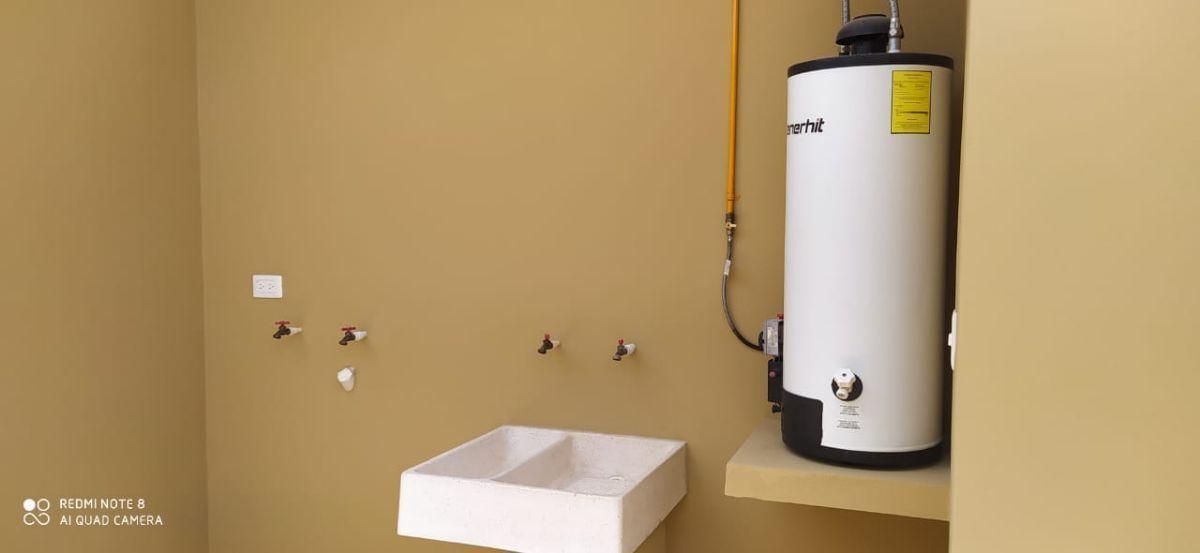 20 of 23: Área de lavado y boiler