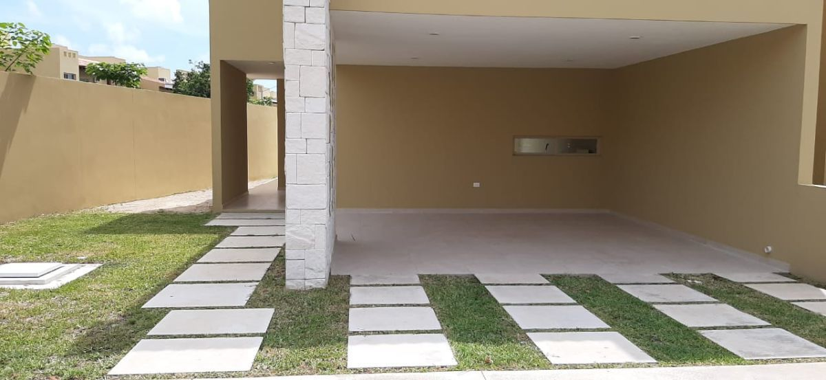 5 of 23: Garage 2 y patio excedente