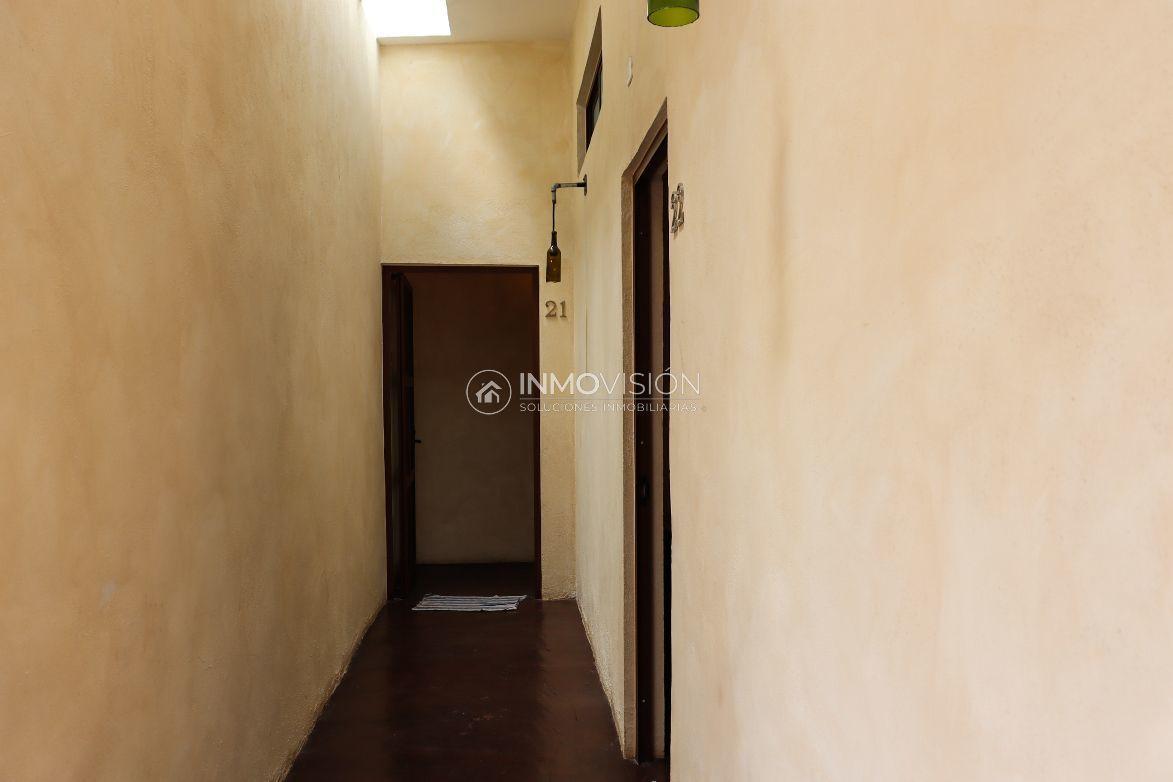 23 de 50: Pasillo habitaciones