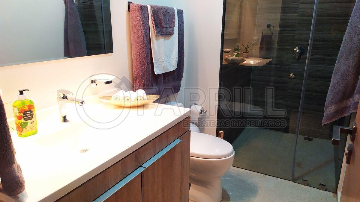 10 de 21: Baño Comparte con Visitas y Recámara Secundaria