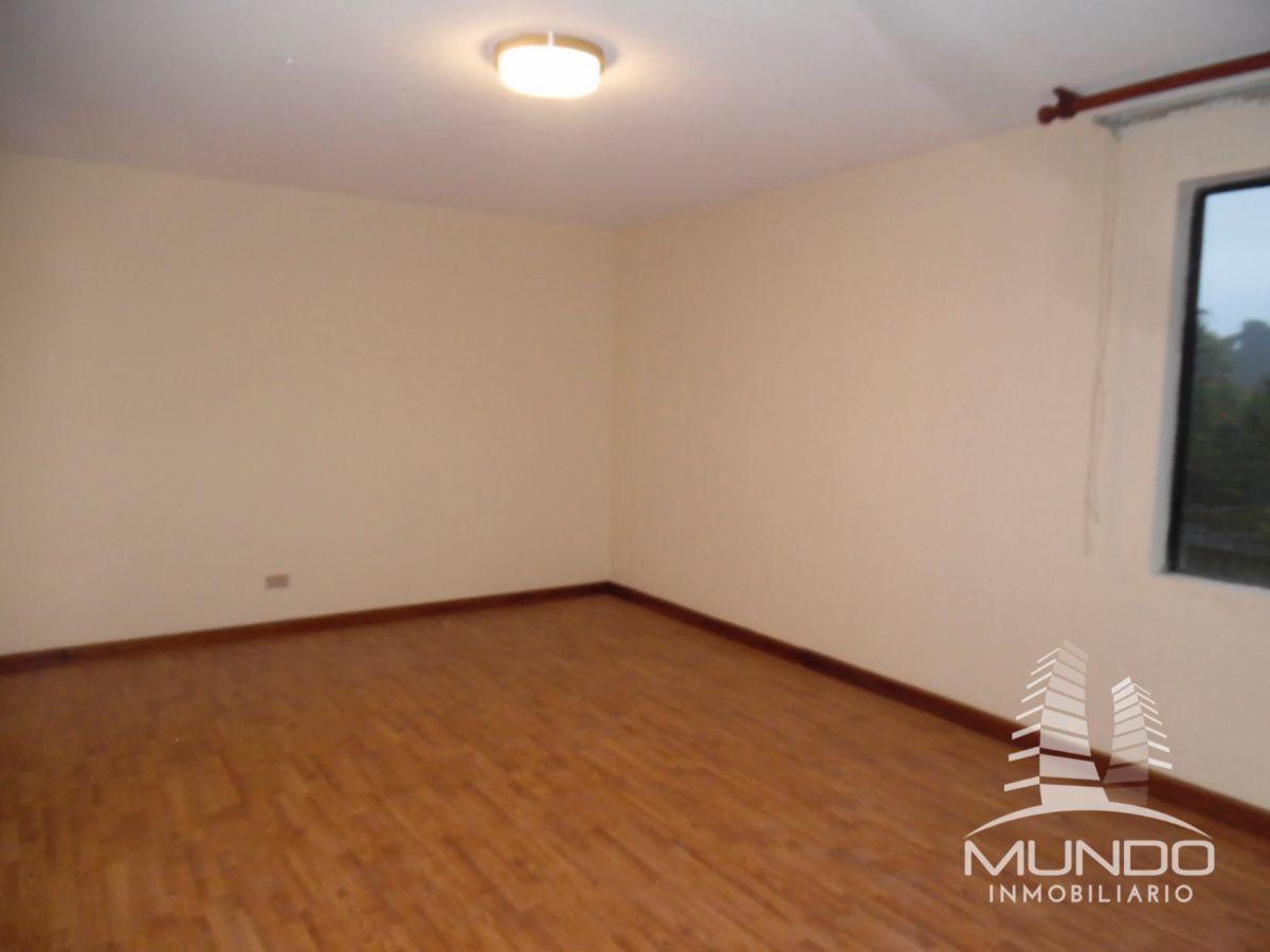 5 de 18: Habitación secundaria y pisos laminados