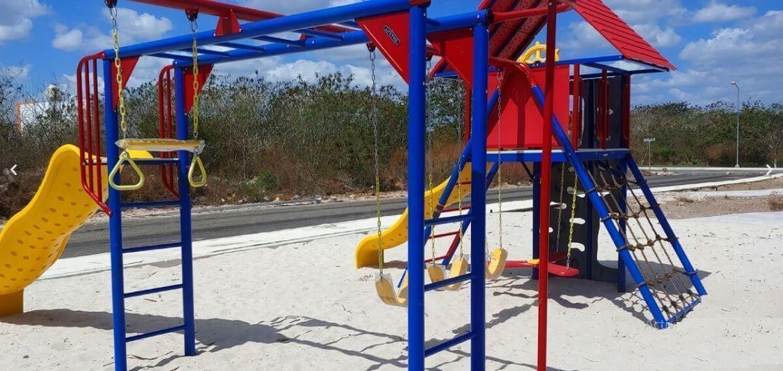 10 de 14: Área de Juegos Infantiles