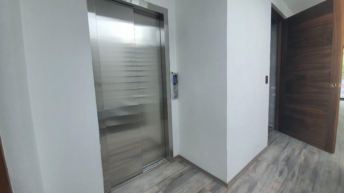 7 de 27: Elevador directo al piso. VENTA-CONDESA-PH-CARMEN-LABORIN