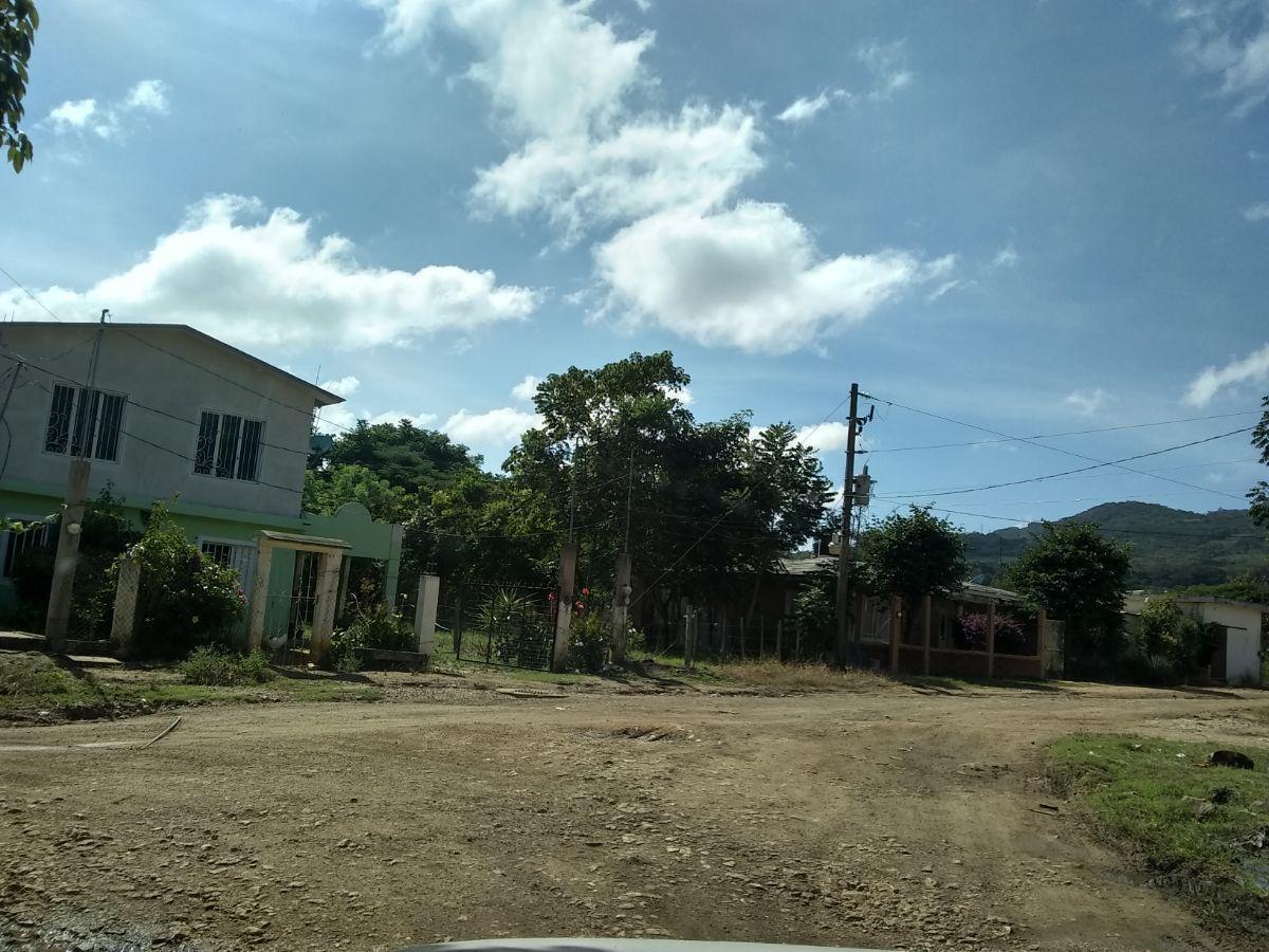 12 de 12: Casas cerca del terreno