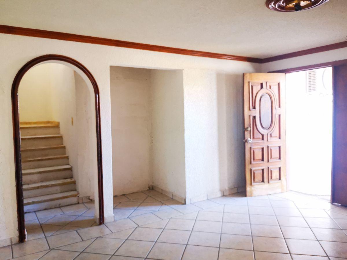 5 de 10: Sala comedor escalera