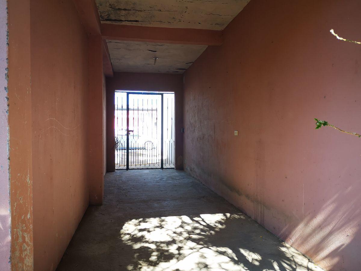 10 de 10: pasillo conecta  estacionamiento patio trasero