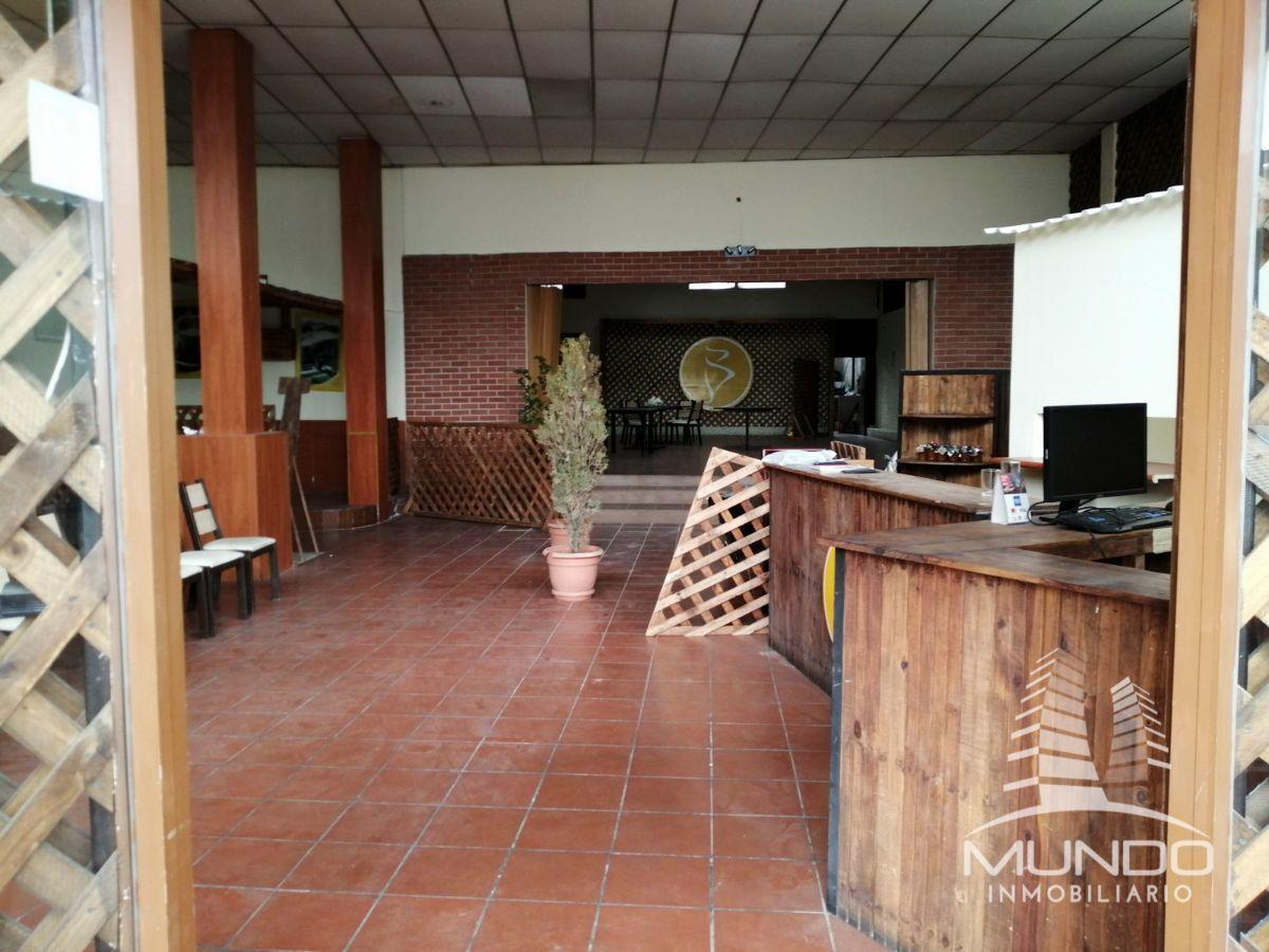 2 de 9: Interior del local