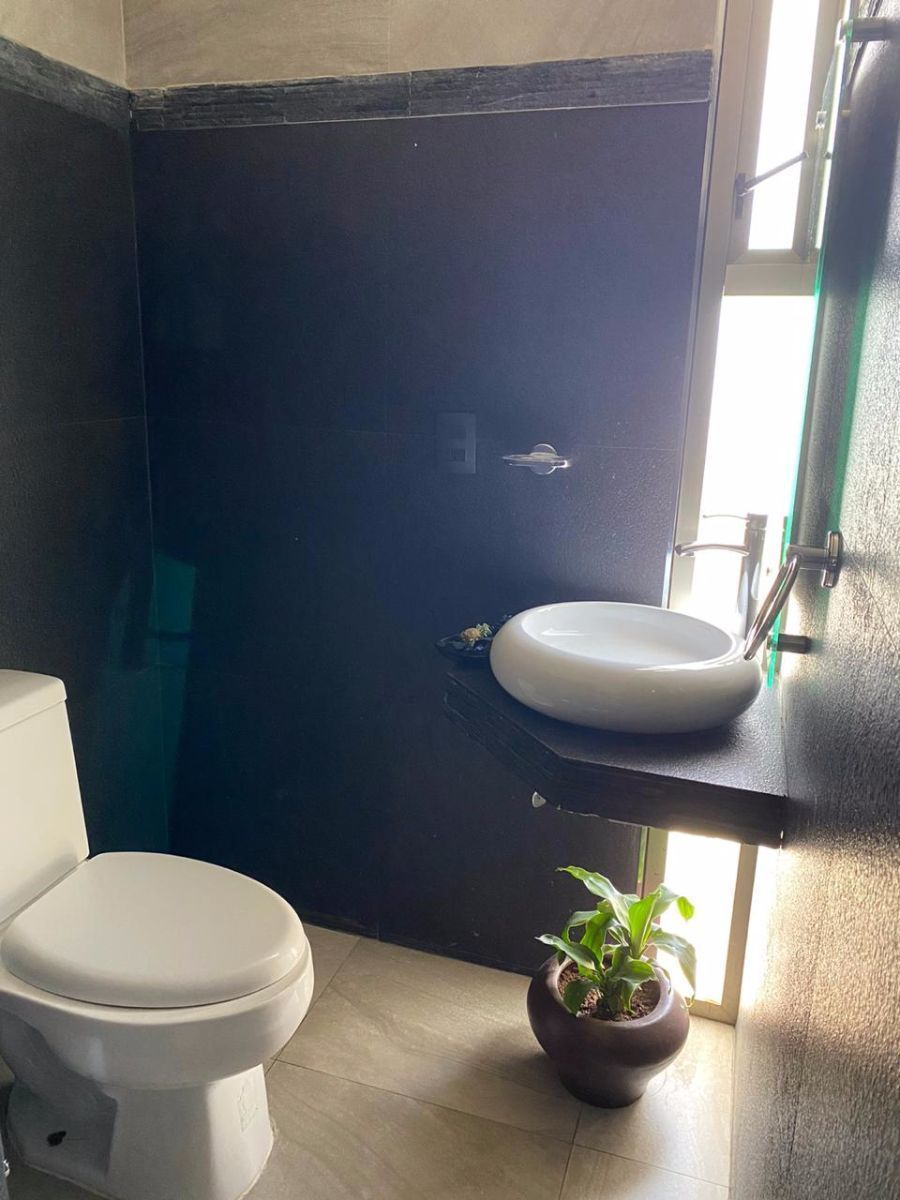2 de 16: Medio baño planta baja