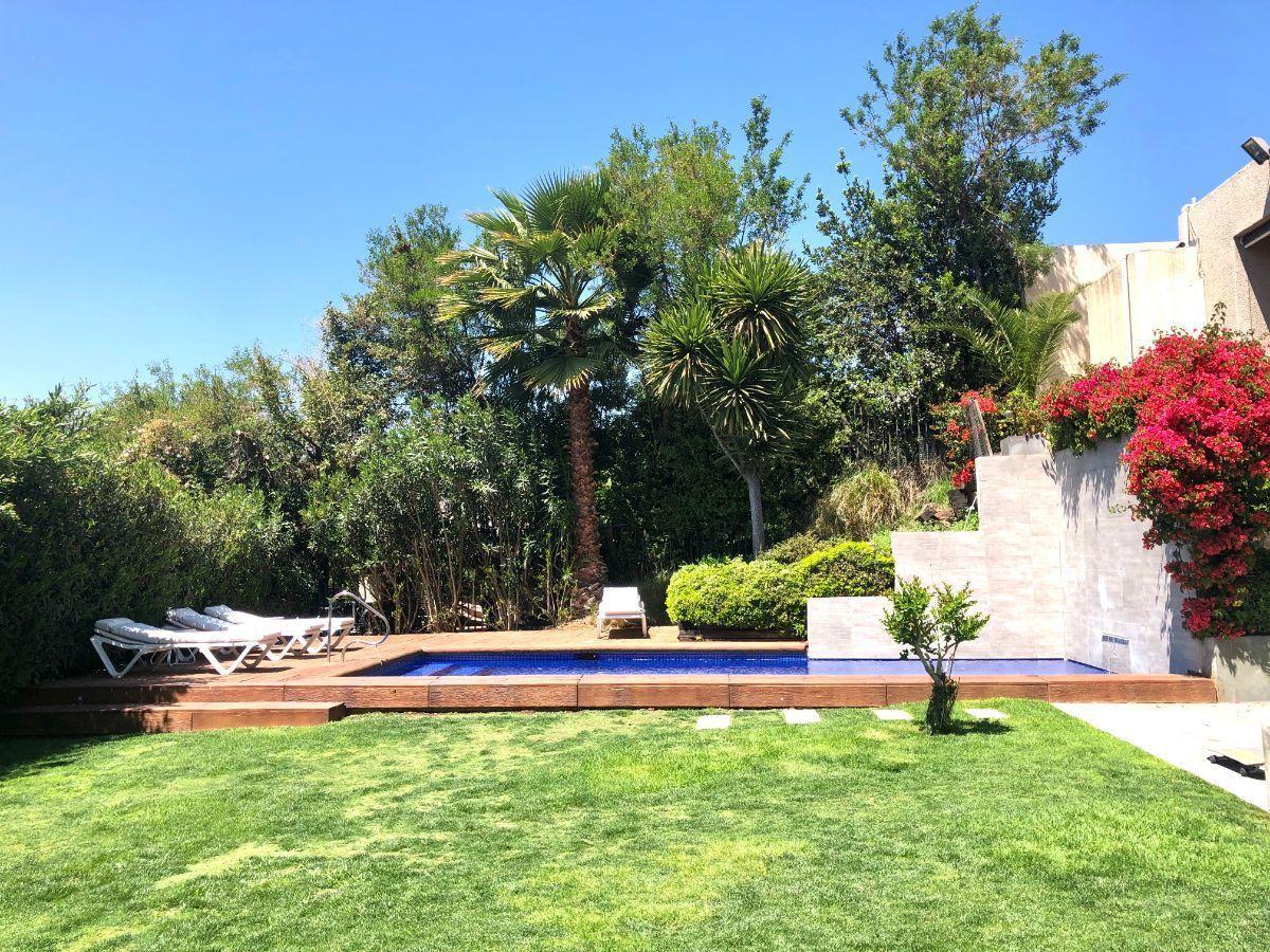 20 de 22: Jardín y piscina