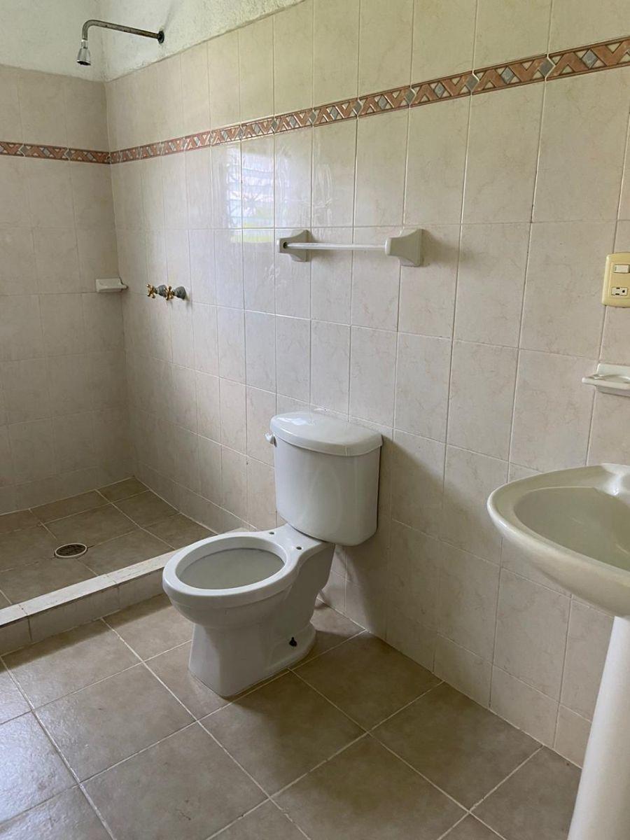 11 de 17: Baño habitación 3