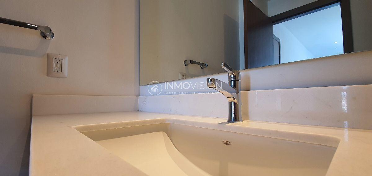 19 de 48: Acabados de marmol en baño