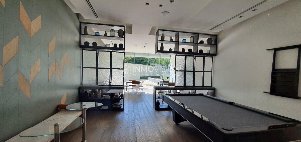 32 de 48: Sala de jóvenes con mesa de billar