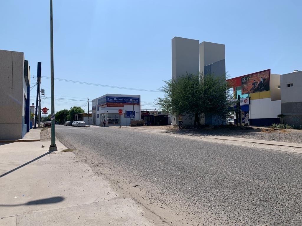 16 de 16: Avenida lateral