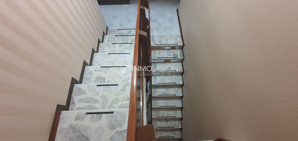 22 de 38: Escaleras de mármol