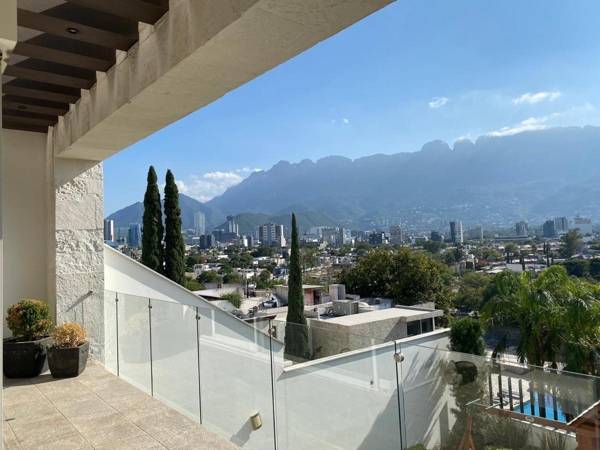 8 de 19: Balcón con vista a jardín y san pedro