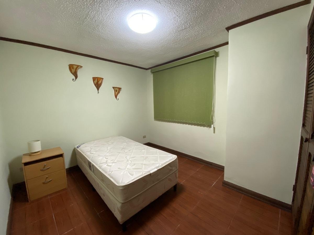 8 de 9: Dormitorio secundario