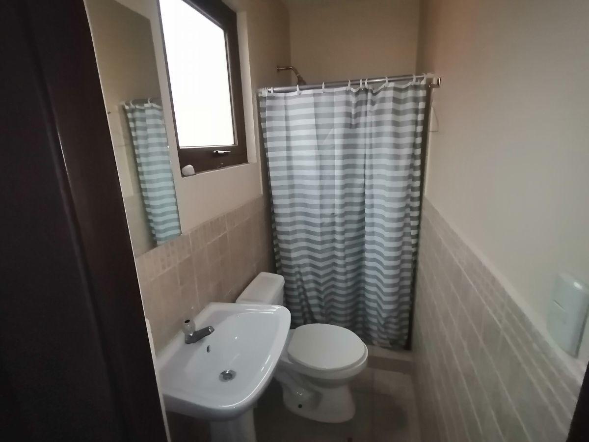 17 de 23: Baño de cuarto de servicio