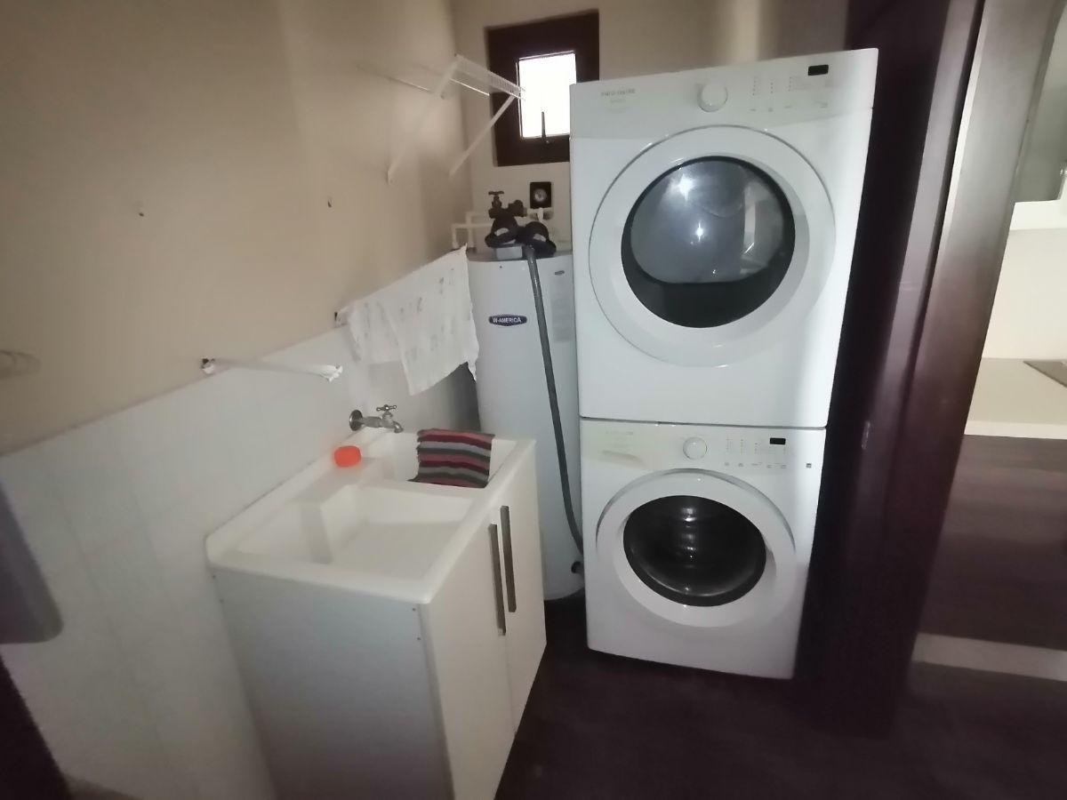 18 de 23: Cuarto de lavandería