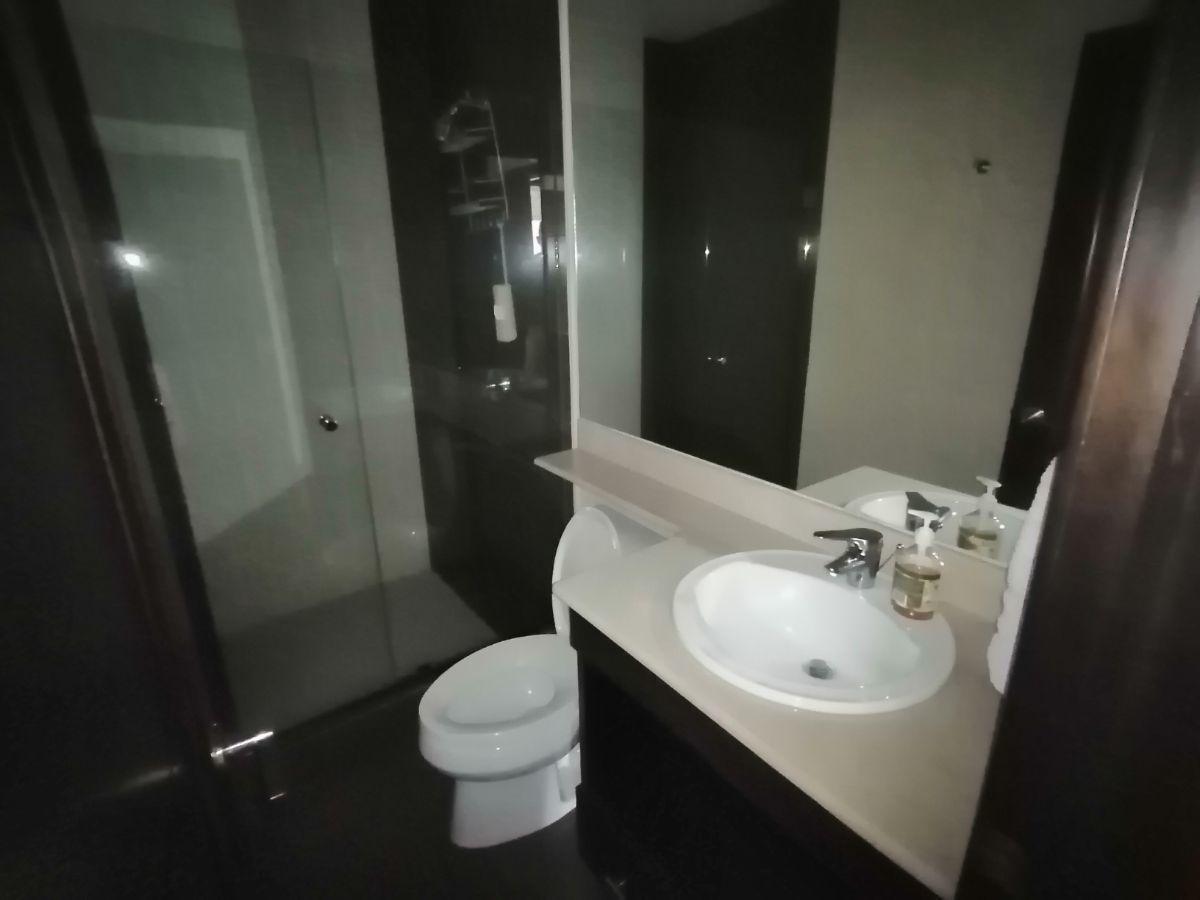 11 de 23: Baño de dormitorio 2