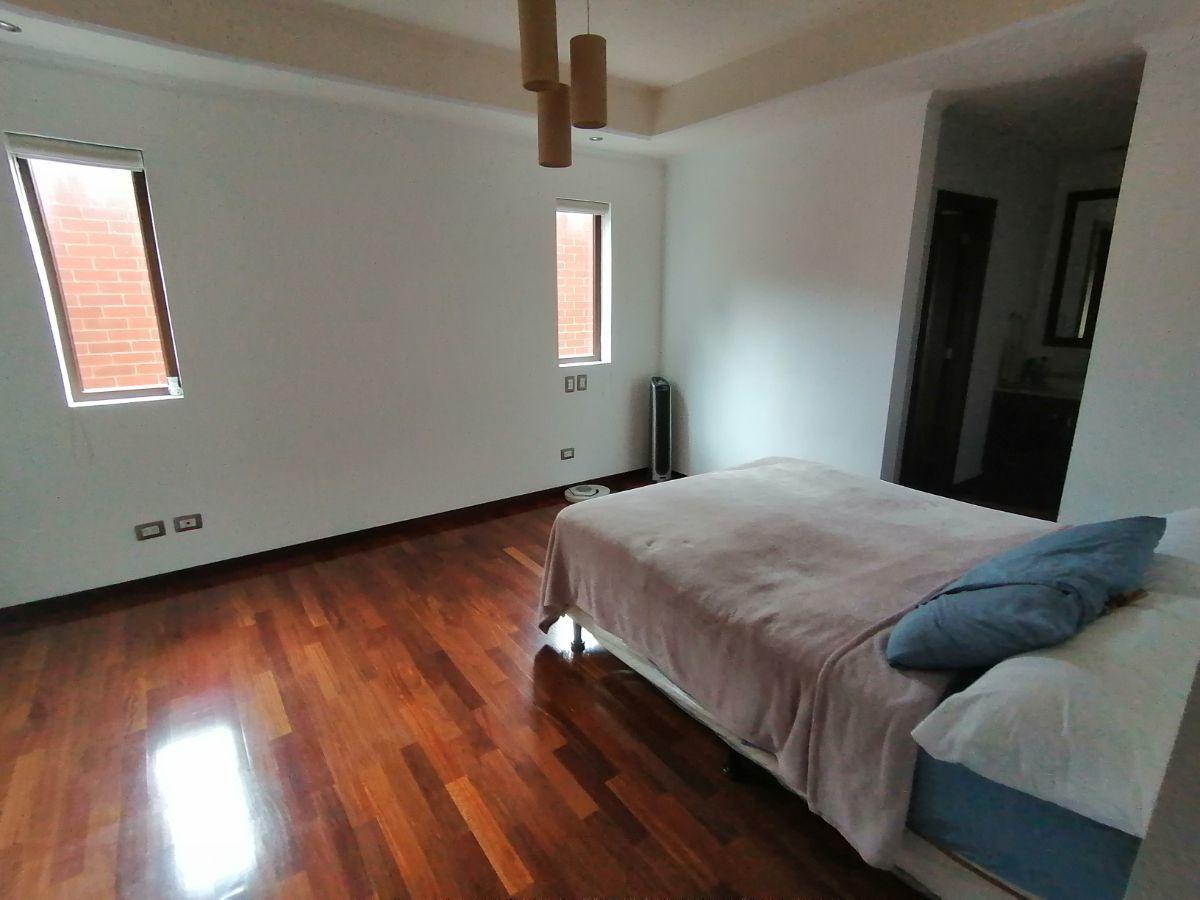 12 de 23: Dormitorio principal