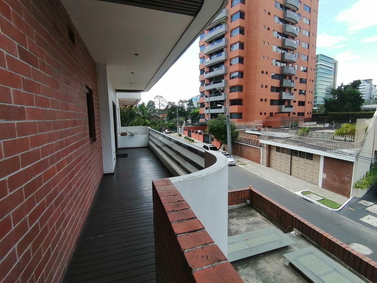 20 de 23: Balcón