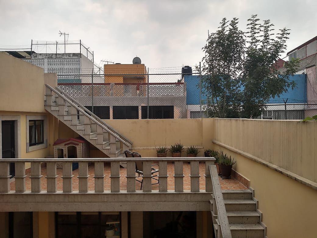 2 de 7: Terraza y patio