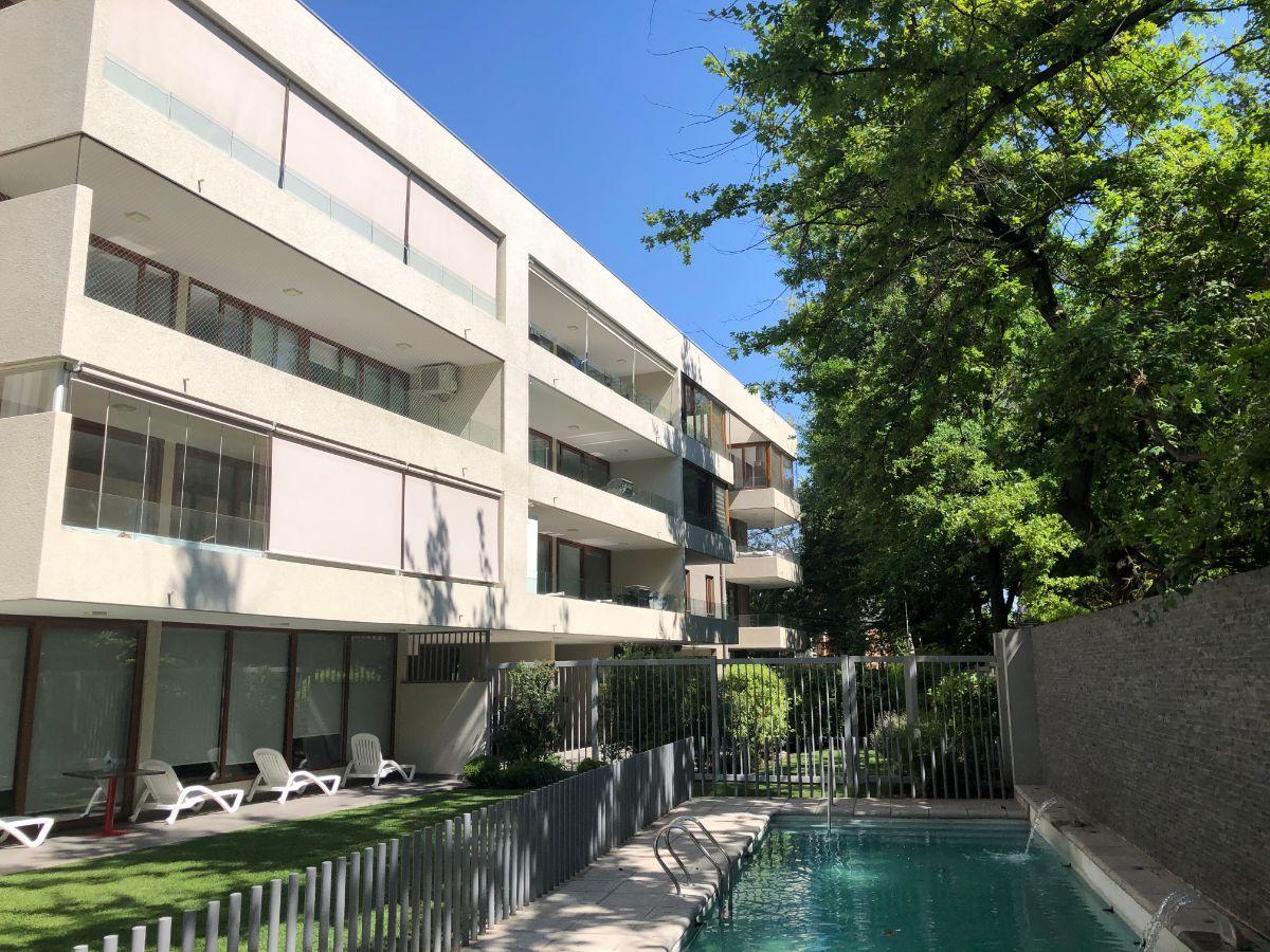 1 de 19: Fachada edificio desde piscina