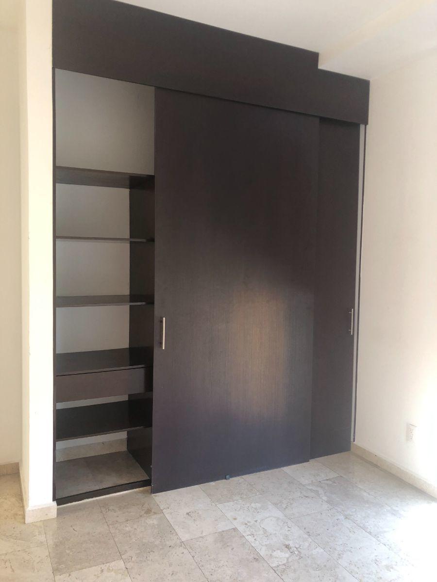 17 de 24: Closet habitación 2