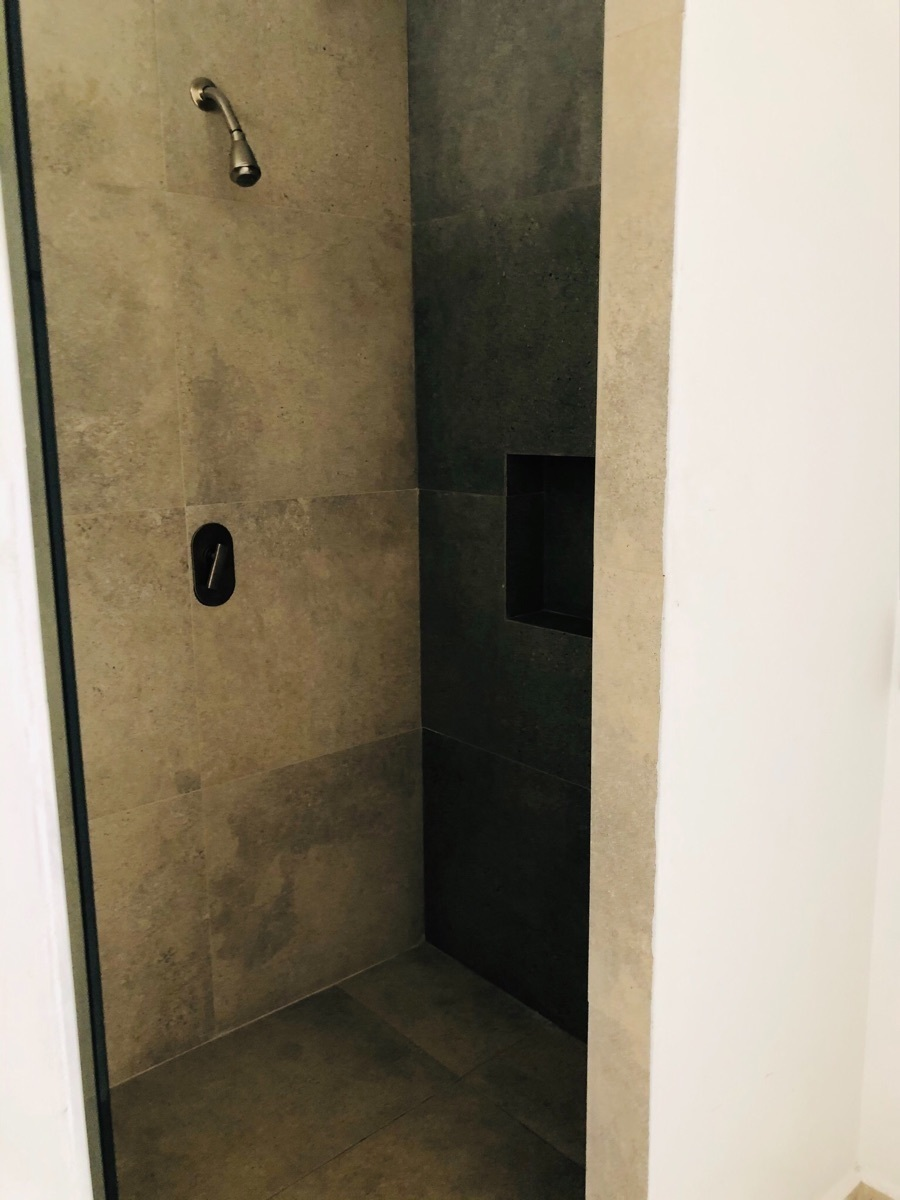 8 de 17: Regadera baño principal