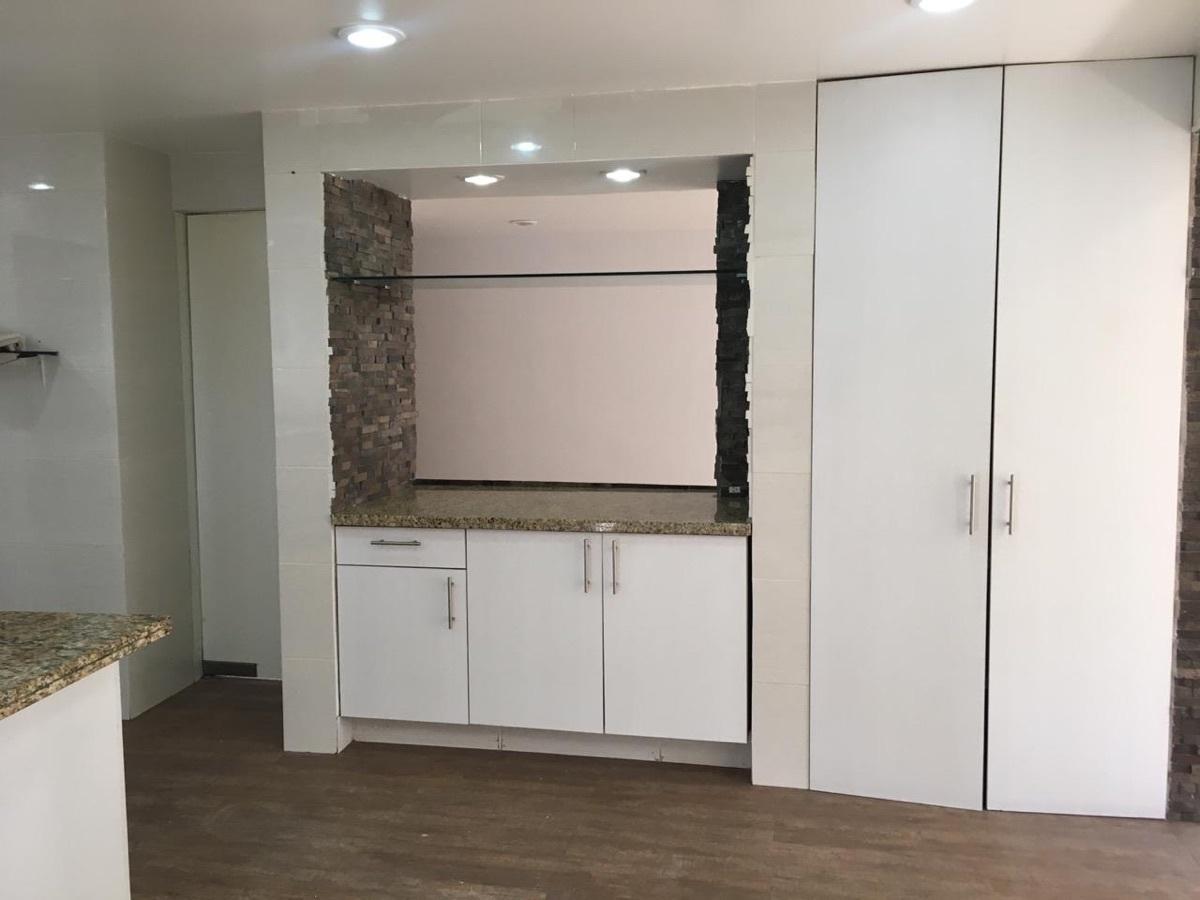3 de 12: Múltiples espacios para guardar en la cocina