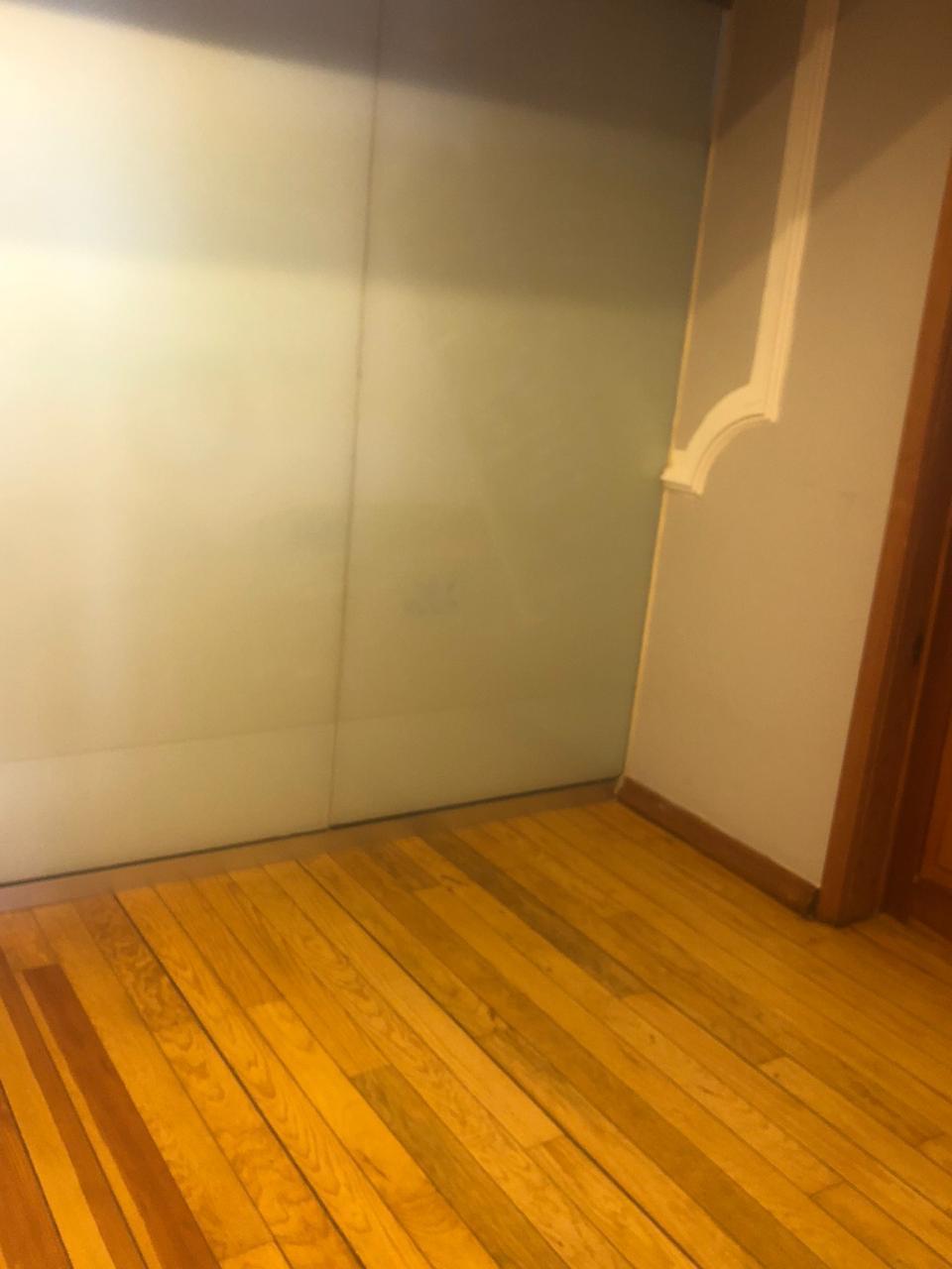 4 de 10: Interior oficina