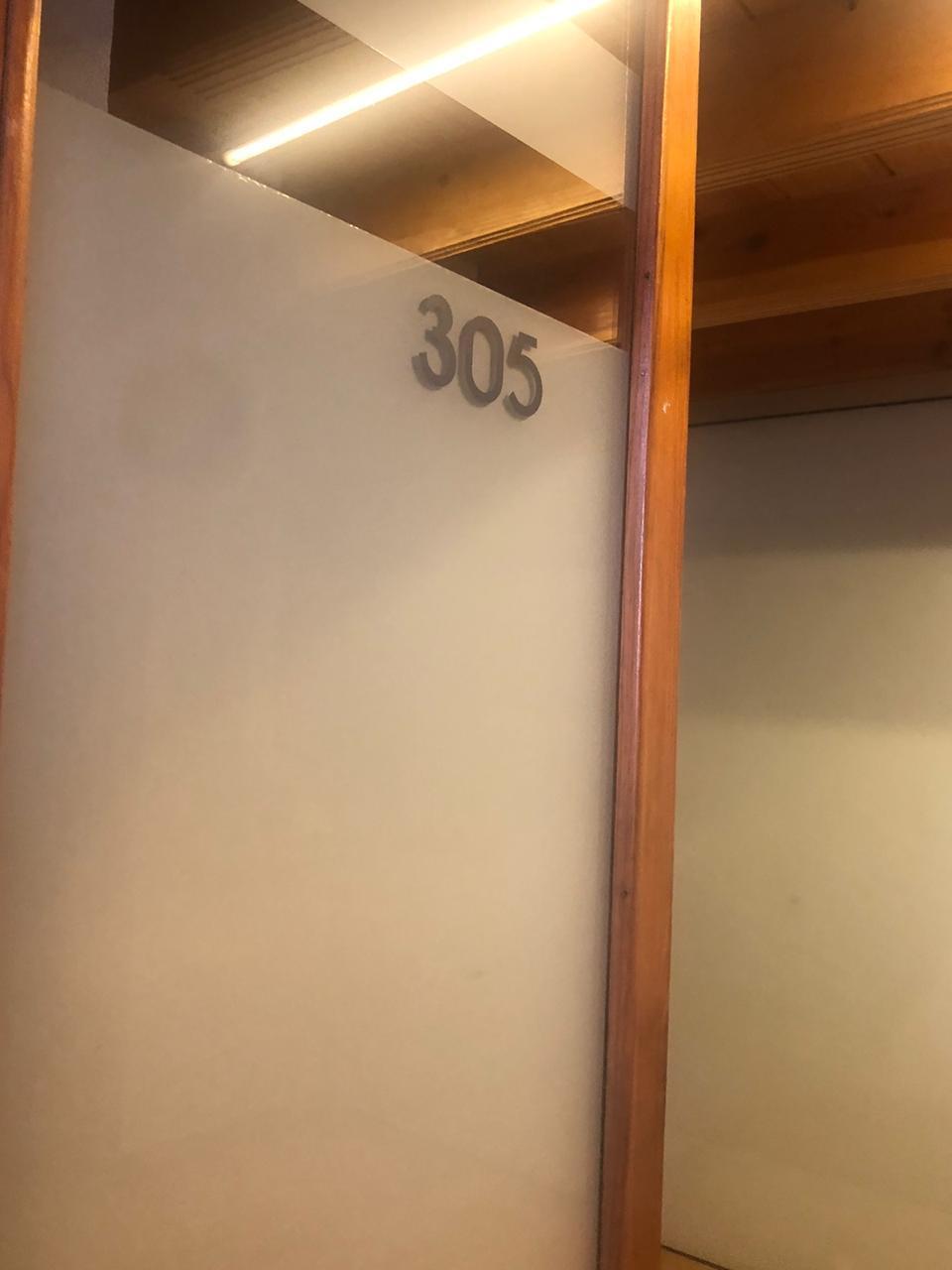7 de 10: Entrada oficina privativa