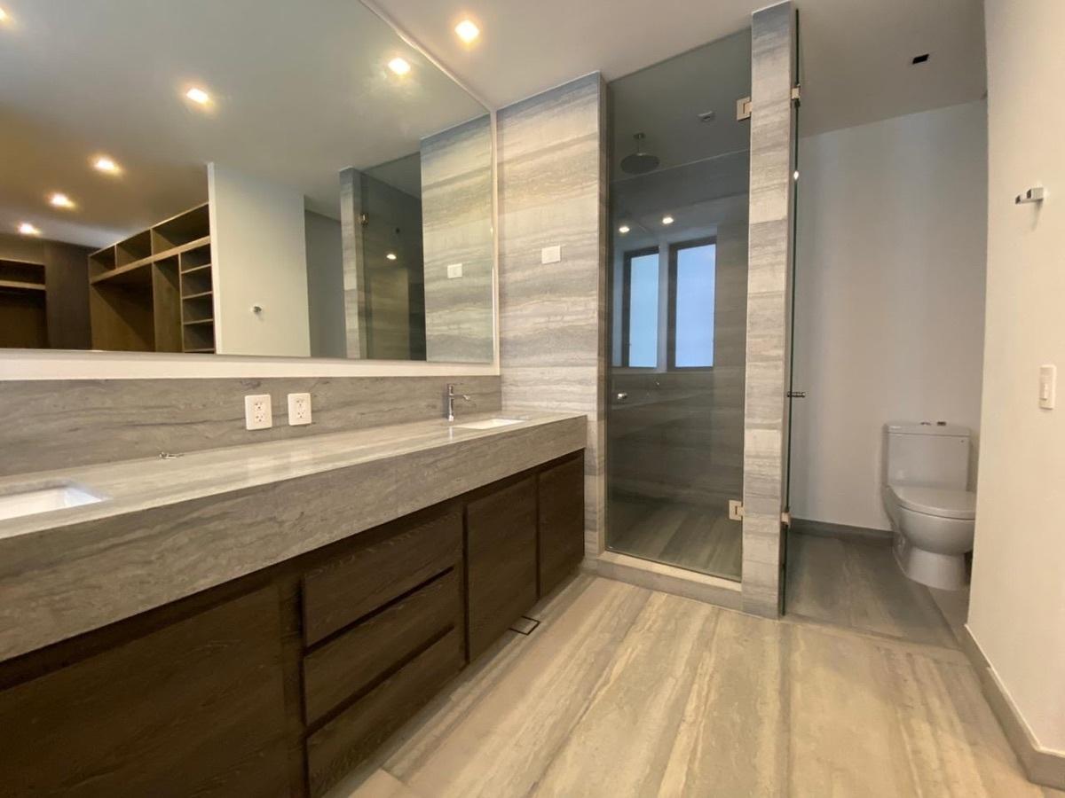 11 de 40: Baño principal con doble lavabo