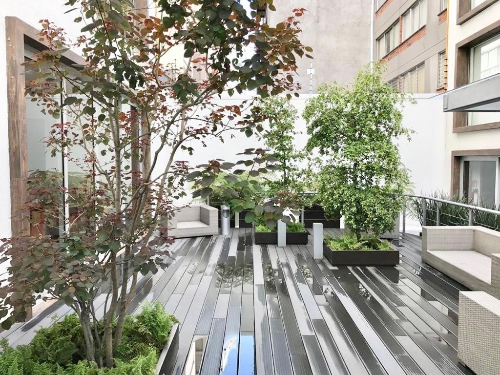 6 de 35: Terraza central con sala y zona de descanso