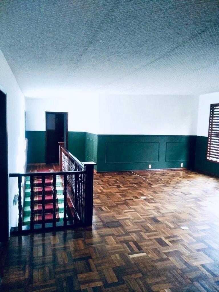 10 de 17: Acceso y sala principal