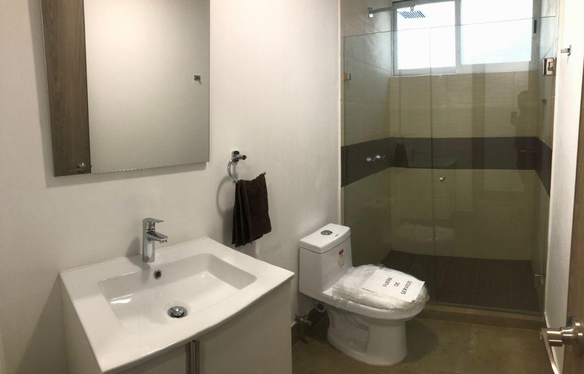 8 de 21: Baño completo
