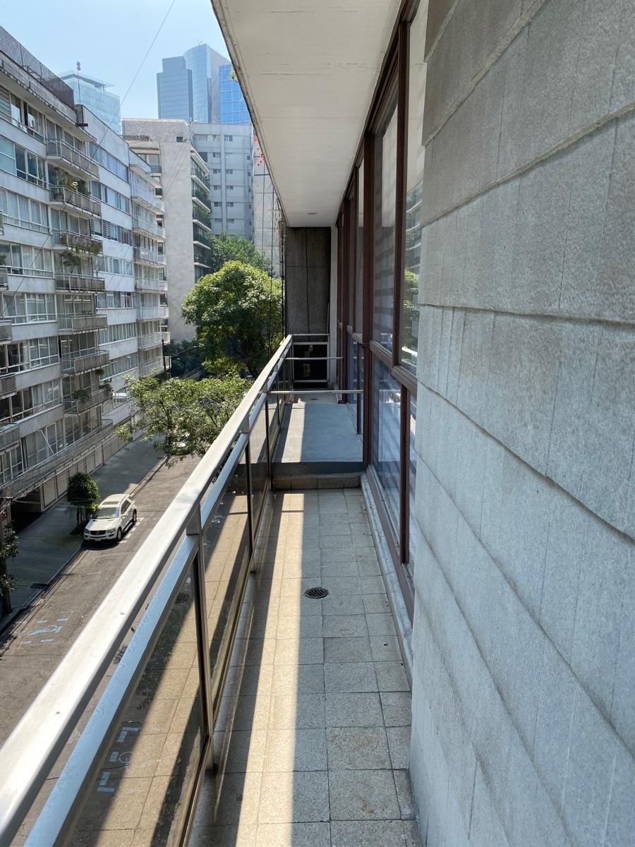 19 de 23: Balcón
