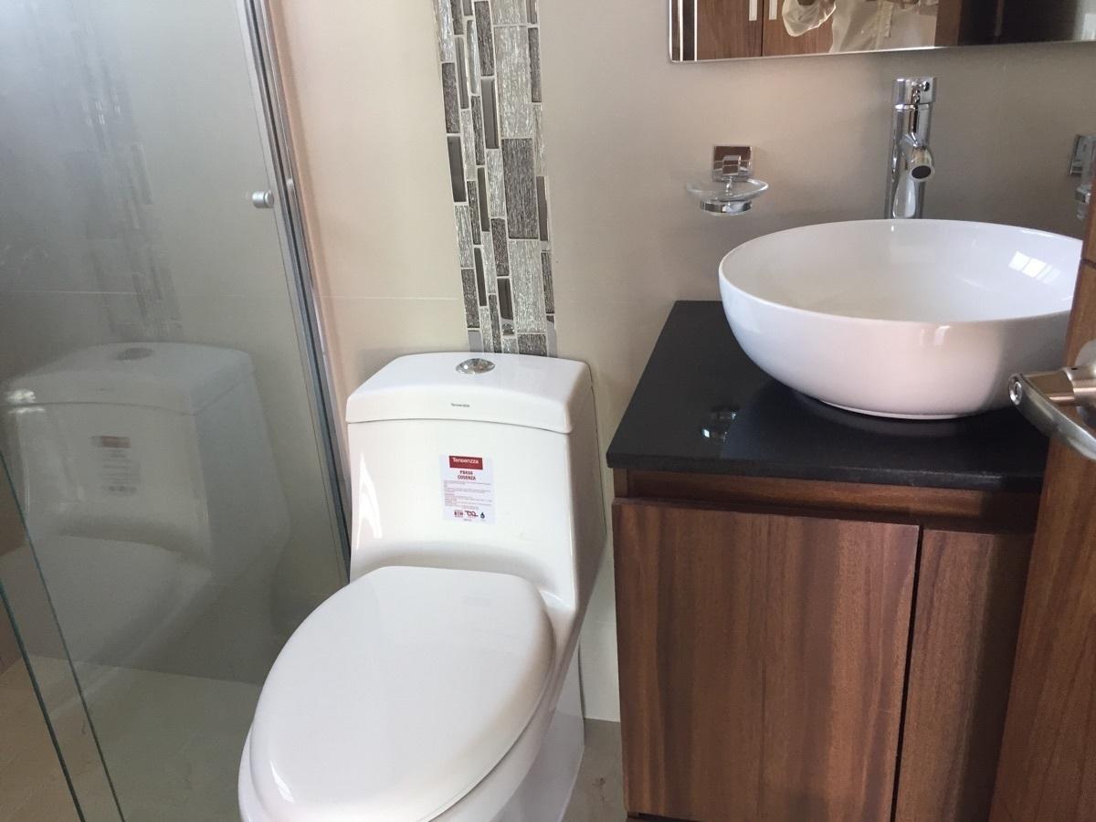 16 de 24: baño con cristal templado