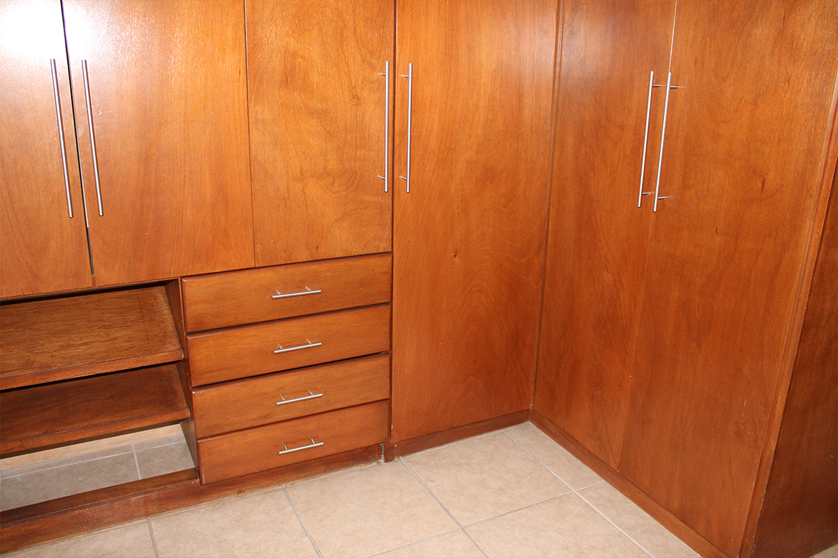8 de 12: Amplio closet en recámara principal.
